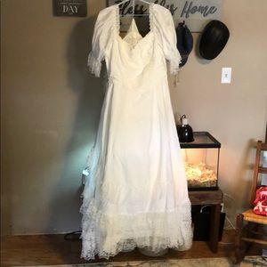 Women's wedding dress. Size 20